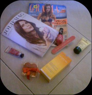 http://les-trouvailles-d-anaya.cowblog.fr/images/jolieboxdejuin.jpg